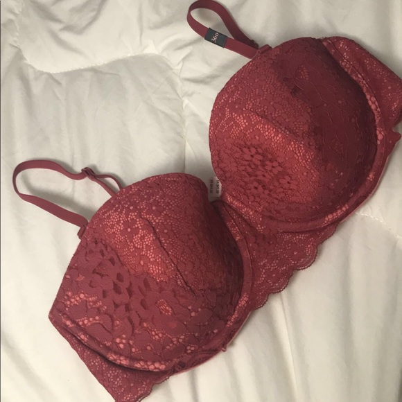 3ed14eaf2499e Victoria secret bra size 38D with tags with tags